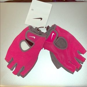 Nike women's fundamental training workout Gloves!